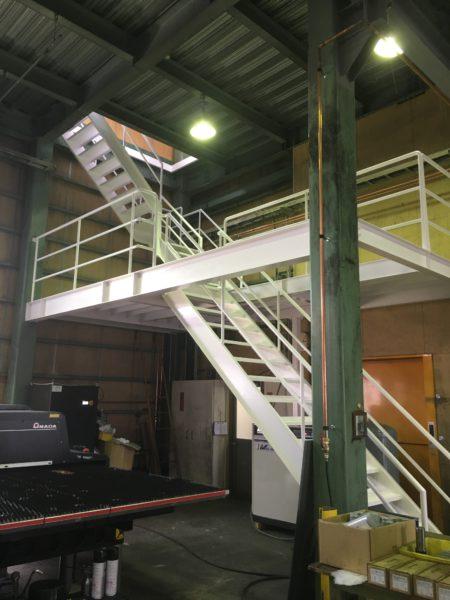 工場内階段設置