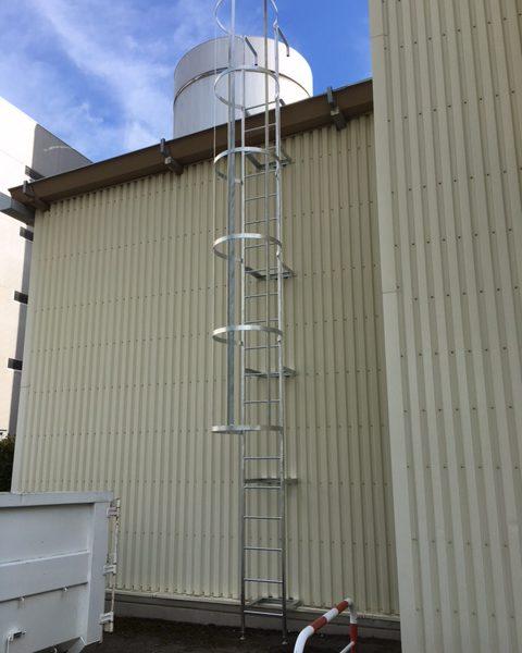工場はしご設置